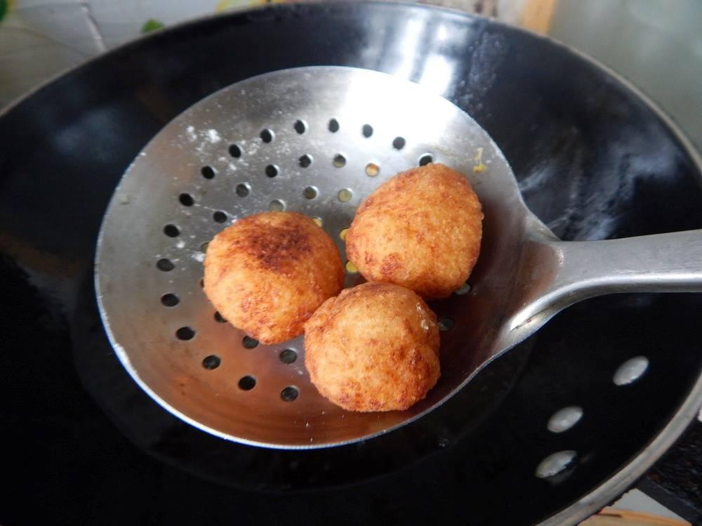Deep fried potato balls 05