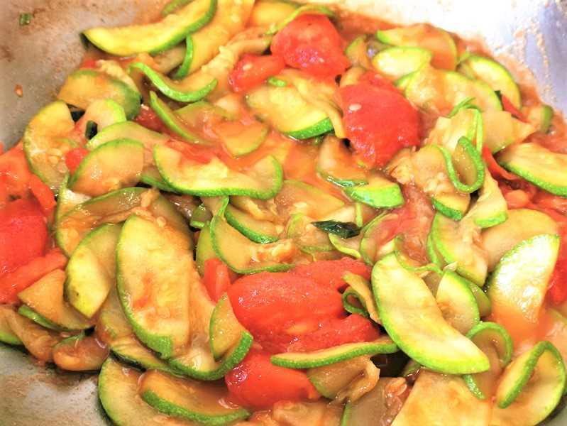 pour the tomato pieces