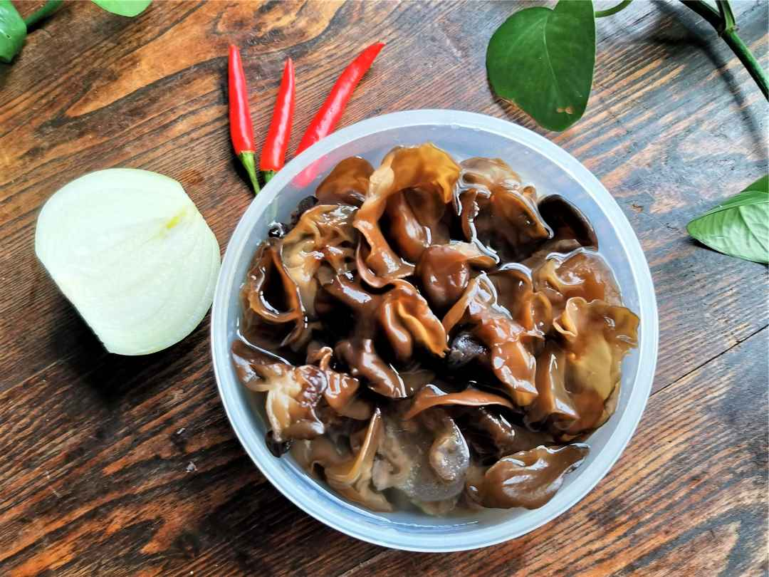 Ingredients Black Fungus and onion salad recipe china cold dish