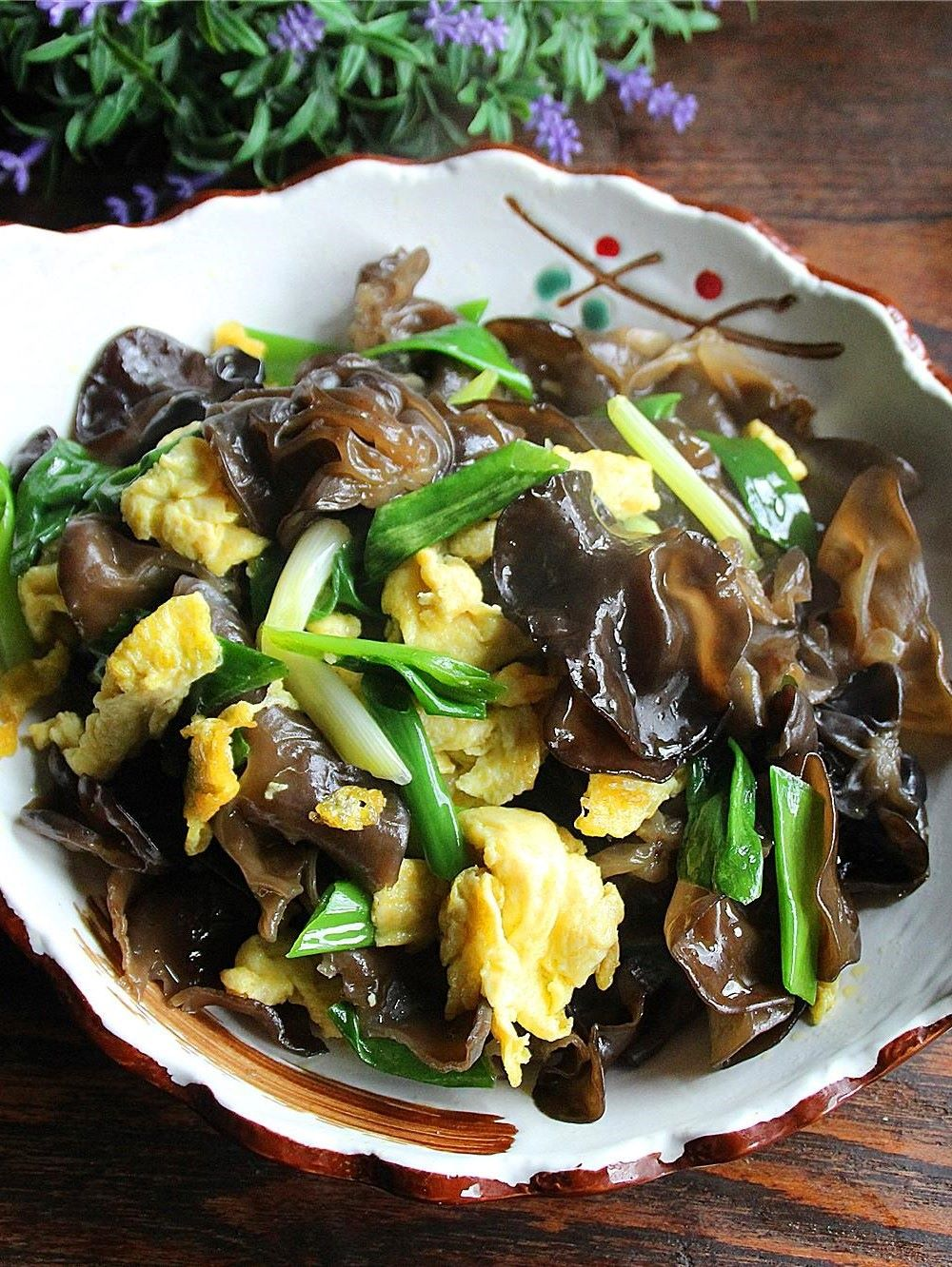 Scrambled Eggs with Black Fungus and green onion recipe for black fungus 2022