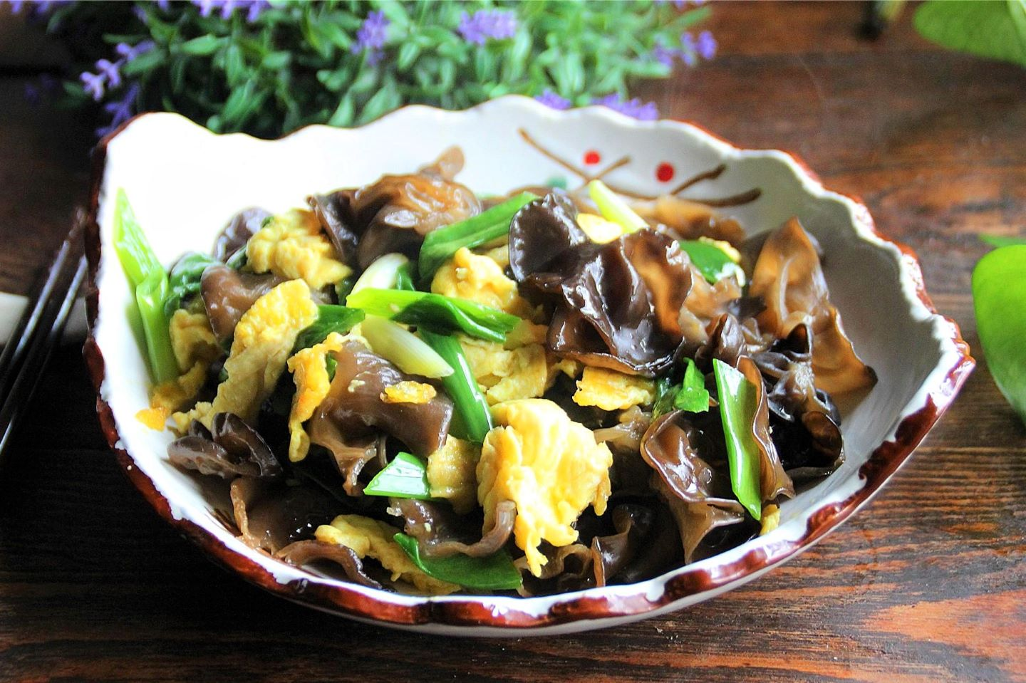 Scrambled Eggs with Black Fungus and green onion recipe for black fungus