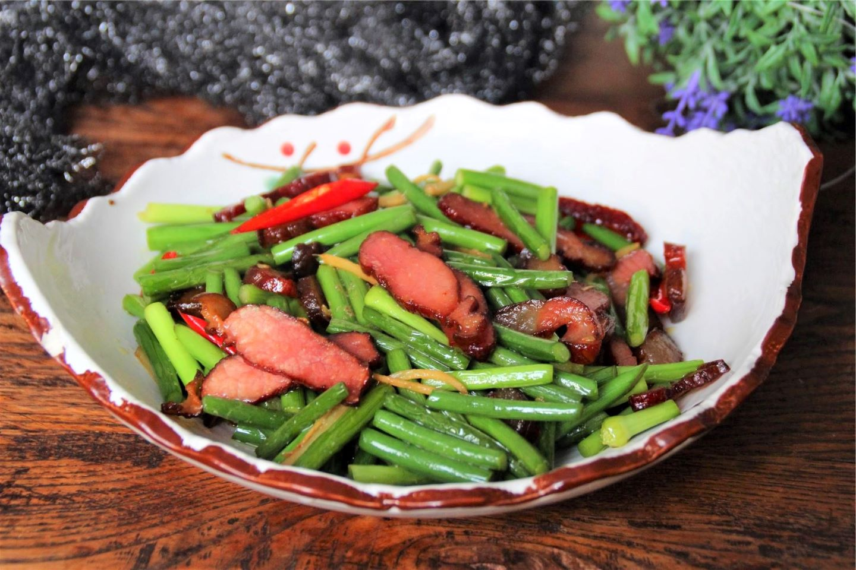 Stir-fried bacon with garlic moss china food recipe