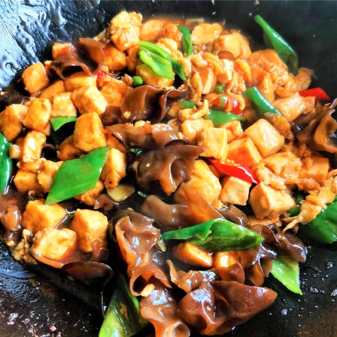 Tofu, Black Fungus And Green Peppers Stir-Fry Recipe 07