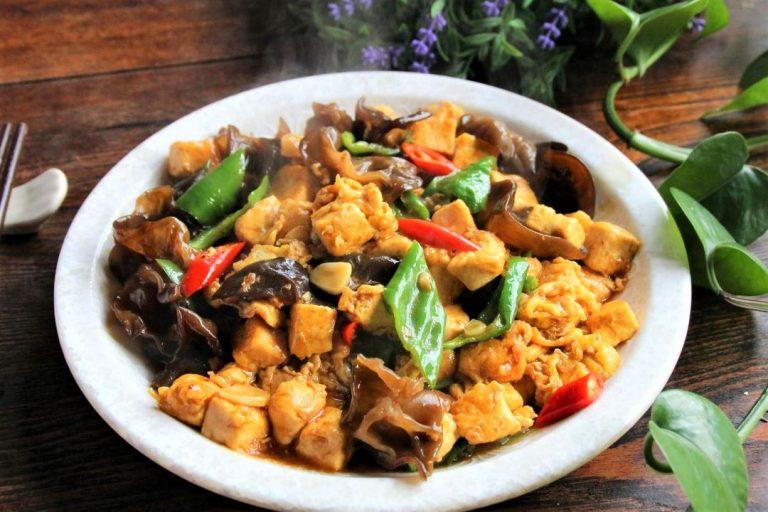 Tofu, Black Fungus And Green Peppers Stir-Fry Recipe