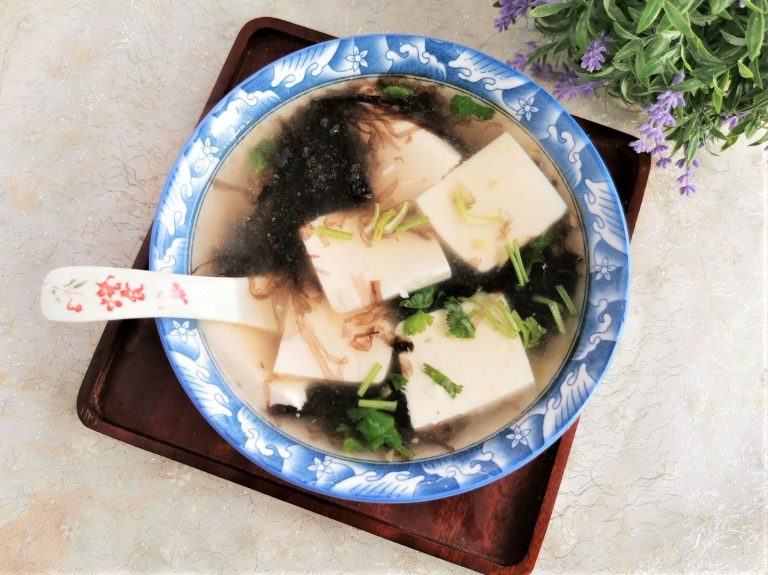 Tofu and Seaweed Shrimp Skin Soup