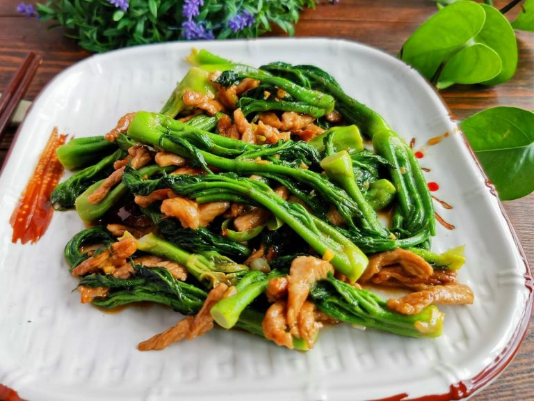 Aralia Sprout and pork sir fry Wild Vegetable Recipe china food