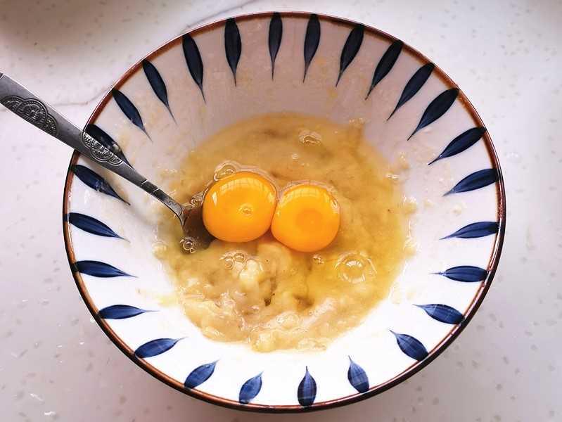 Egg and banana puree