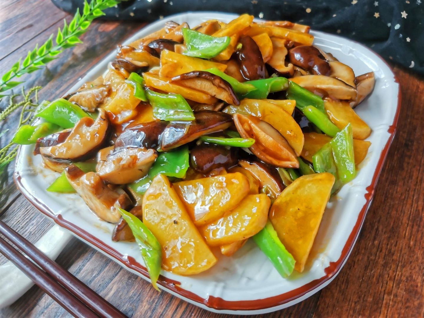 Braised potatoes with mushrooms and green paperers