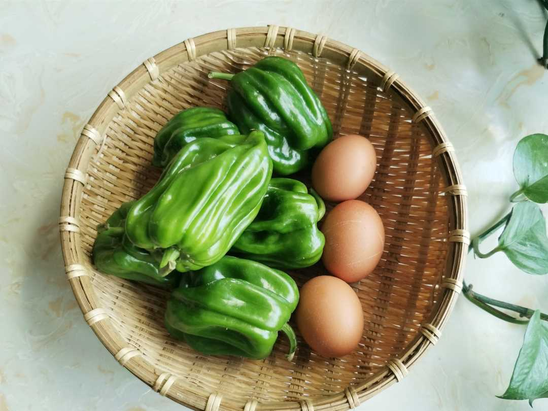 Scrambled eggs with green peppers Ingredients