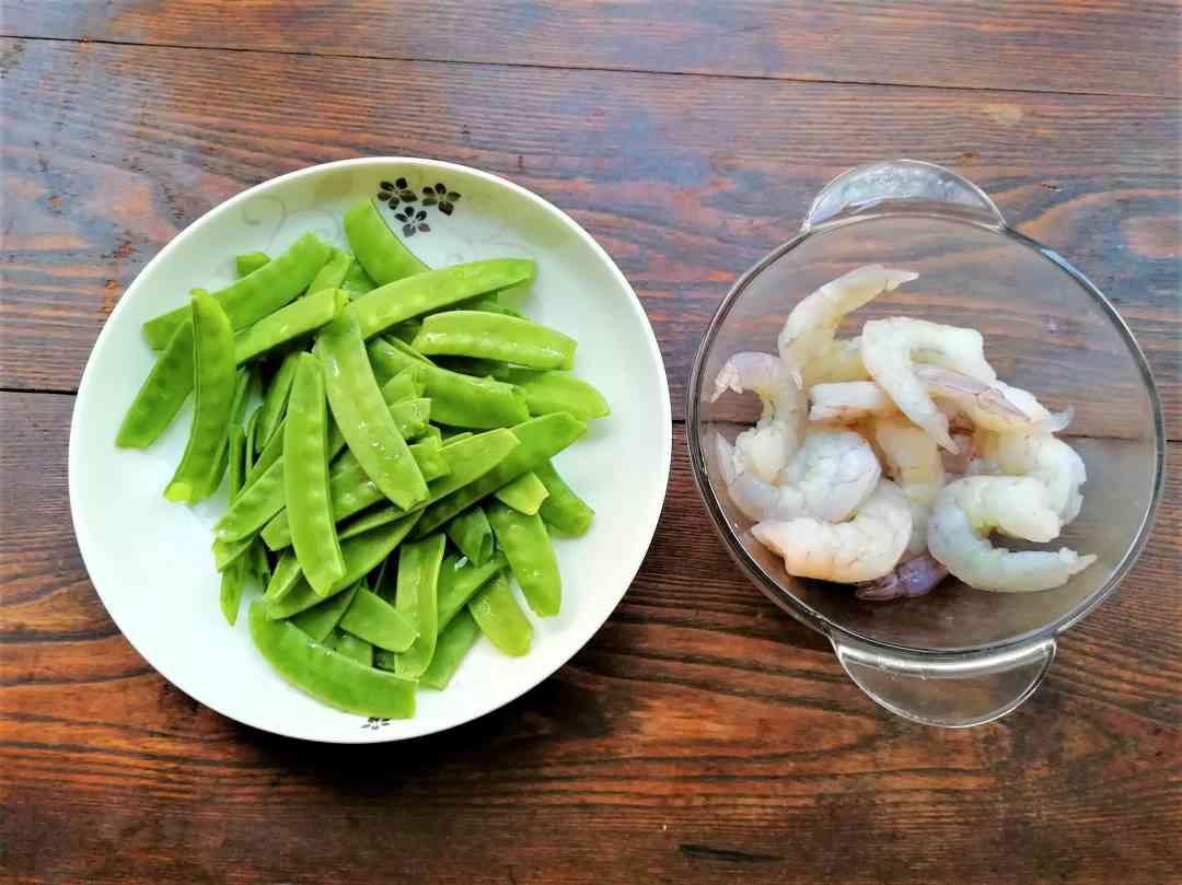 shrimps with snow peas