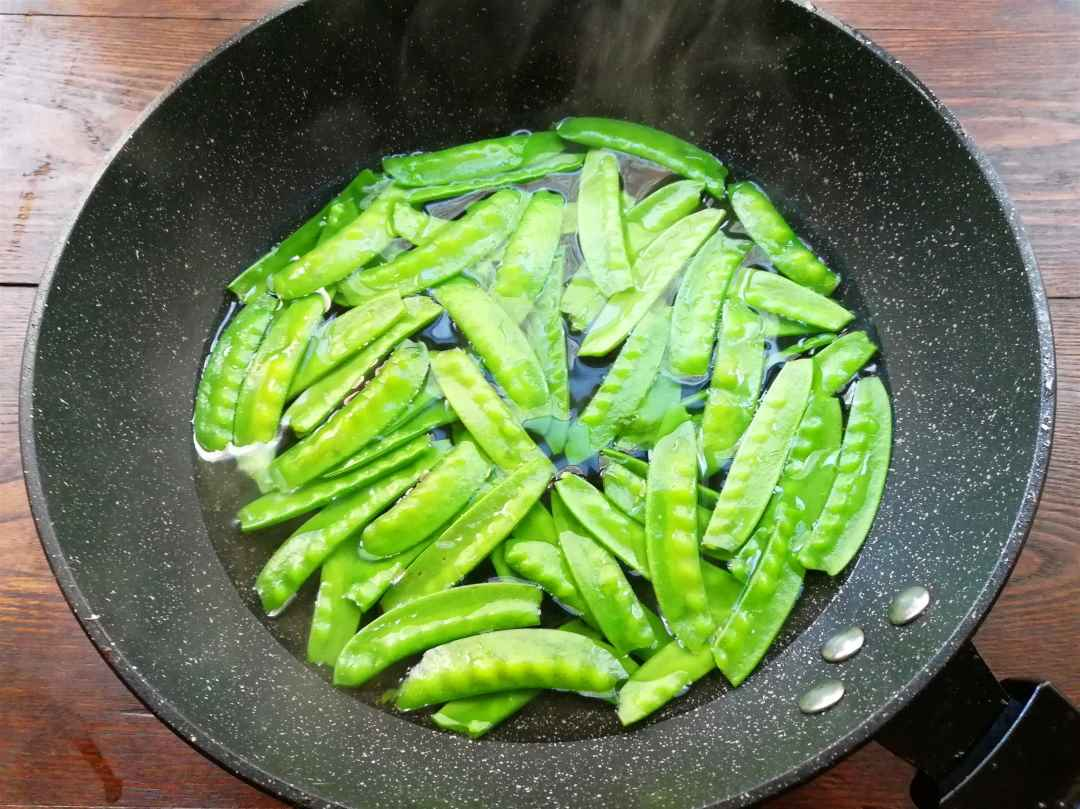 parboil the snow peas and carrots