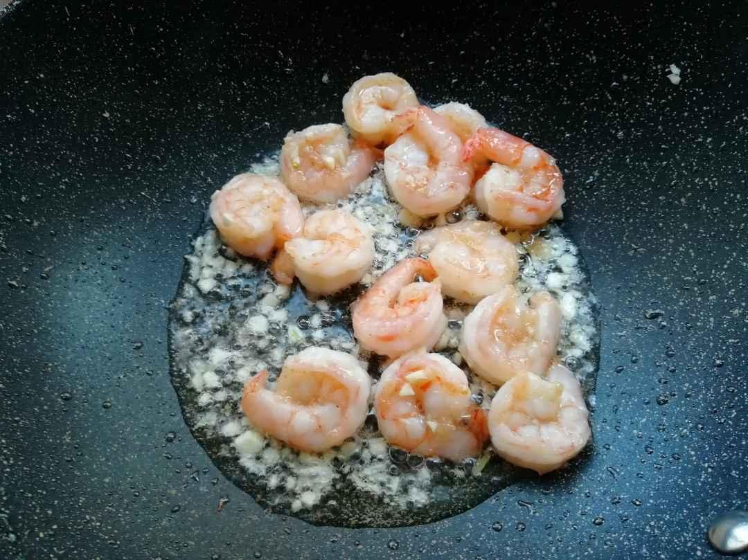 stir-fry shrimps until the color turns red
