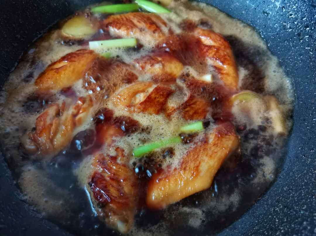 Braised sweet and sour chicken wings
