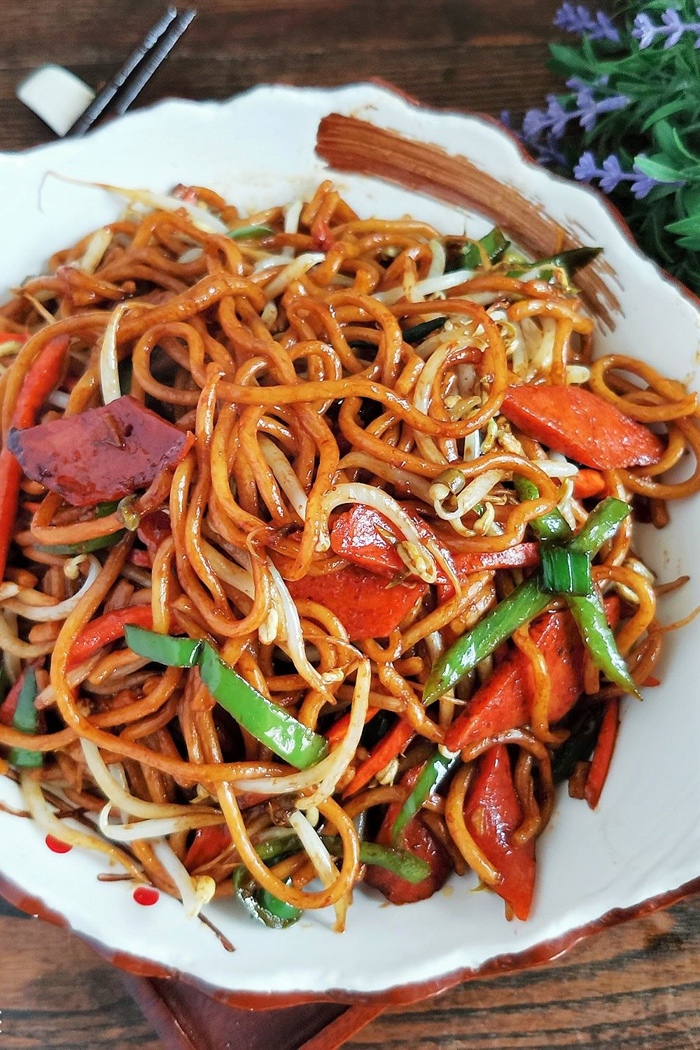 Stir-fried ham noodles with bean sprouts Chinese noodles recipes